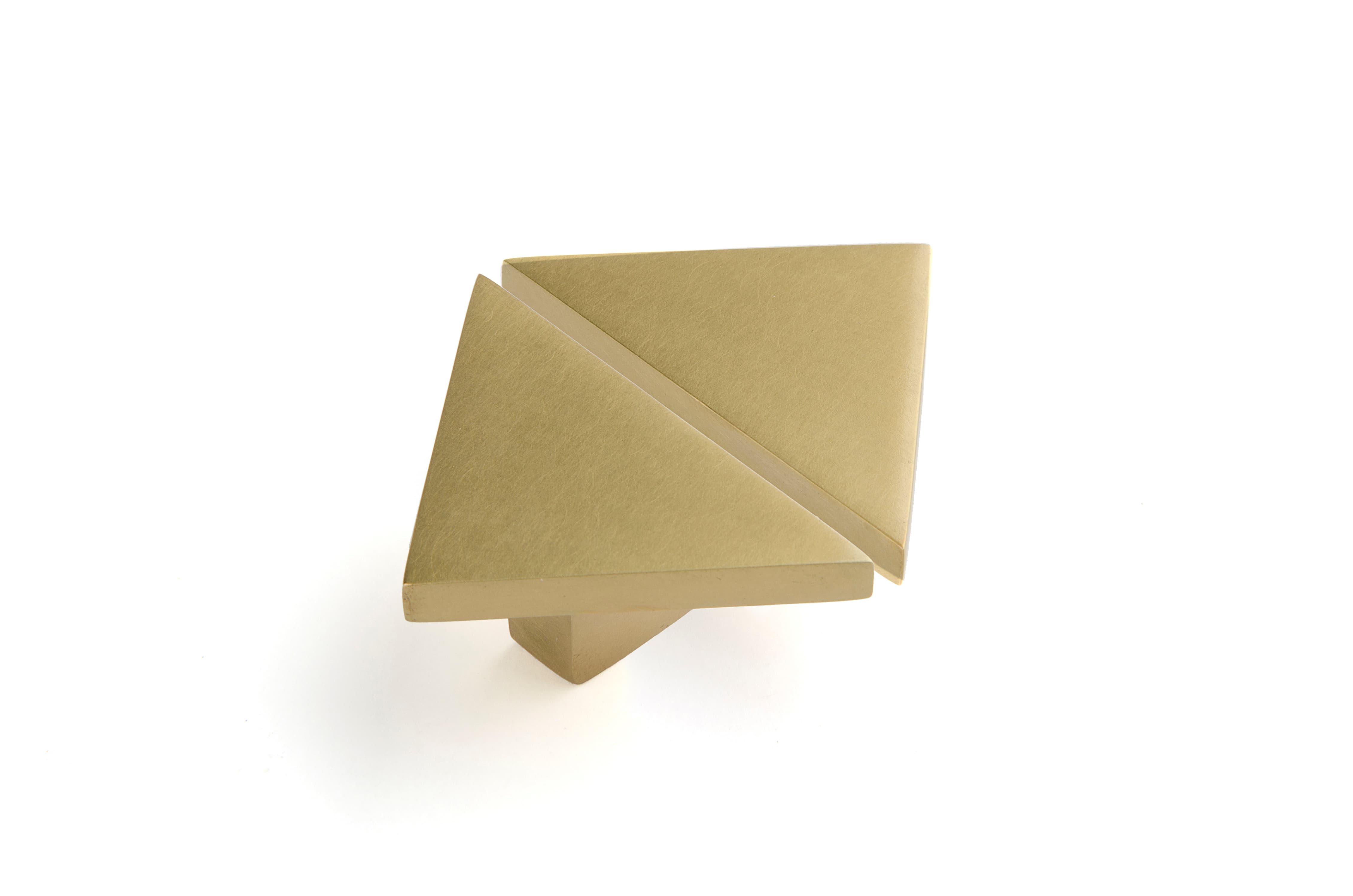 Фигурная ручка треугольник R032 - R032 | AnyHome.ru